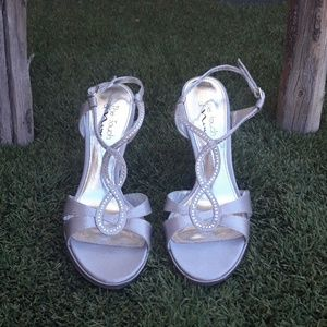Touch of Nina Heels Silver Jeweled Sandals Sz 9.5